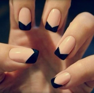 black_&_nude_nailpolish